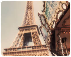 . summer in paris by Snoodle