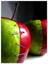 Apple Genes Spliced by bonkrissybon