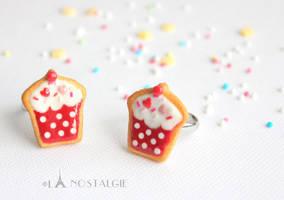 Cupcake jewelry sugar cookies red white by LaNostalgie05