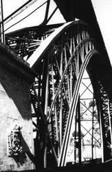 pont Eiffel de Porto by dinausore