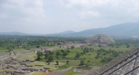 Teotihuacan (Edo de Mexico) by jaredway
