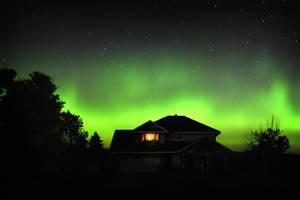 Backyard Auroras by tfavretto