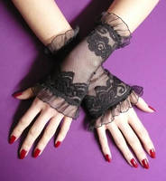 Lace gloves in 80' look by Estylissimo