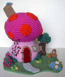 Crochet Mushroom Fantasy House by meekssandygirl