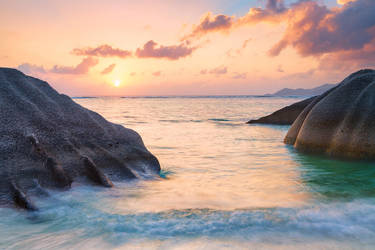 La Digue Rocks by mibreit