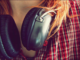 music is my boyfriend. by panna-poziomka