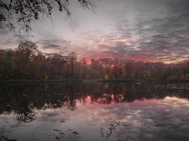 Sunset at the pond of Villebon by yuushi01