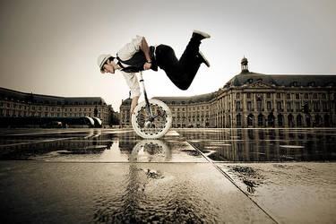 Le Superman de la Bourse by Sblourg