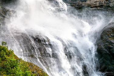 Stuerzendes Wasser by Saber1705