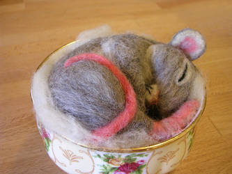 Needle felted mouse 2 by restlesswillow