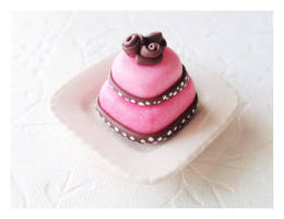 Polkadot Cake by Shiritsu