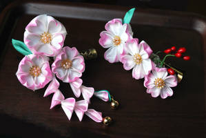Fair Child: sakura season opens...tsumami kanzashi by hanatsukuri