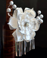 Grand White Lotus. Wedding tsumami kanzashi. by hanatsukuri