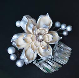 Cream and Silver Lotus for Wedding.  Hana Kanzashi by hanatsukuri