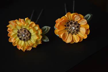 summer sunflowers: hand dyed kanzashi hair flowers by hanatsukuri
