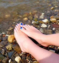 Cold Water and my warm Feet by Lemontoes