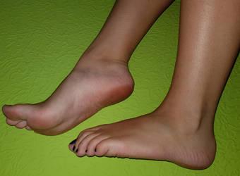 My feet by Lemontoes
