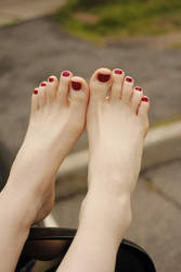 White feet red nails by KasumiReikaMichelle