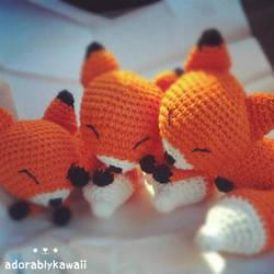 3 sleepy fox amigurumi by adorablykawaii