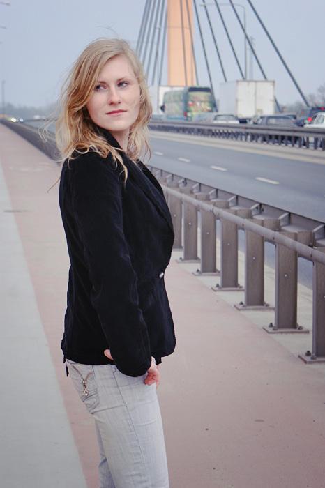 Iza on the bridge VI by ladyang