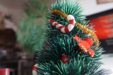 mini christmas tree by lokifan50