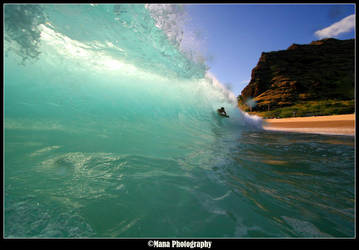 Makaha Shorebreak by manaphoto