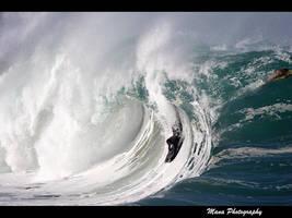 Waimea Shorebreak by manaphoto