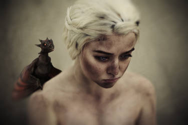 Daenerys cosplay by RiHarusame