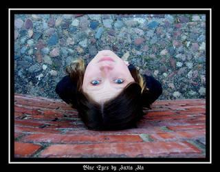 Blue Eyes by zussia