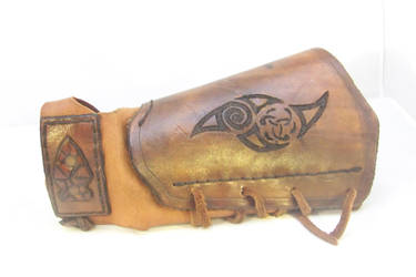 Off-hand Bracer by axplazeboy