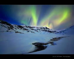 Aurora in Dirty Valley by uberfischer