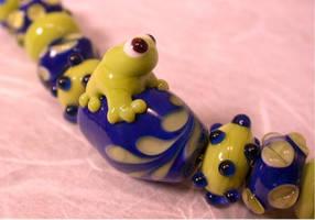Lampwork Cobalt Froggie Set by tiannei