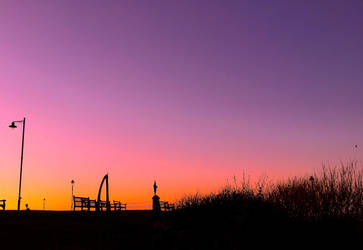 Whalebone Arch and Captain Cook at Sunset by Lisa-Downing