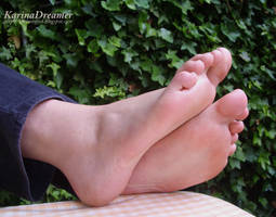 My feet on the garden table by KarinaDreamer