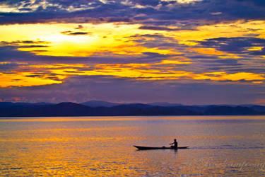 Sunset at Waena Beach by rosekampoong