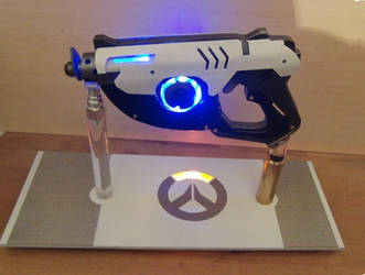 Tracer's pulse gun / pistol by Anselmofanzero