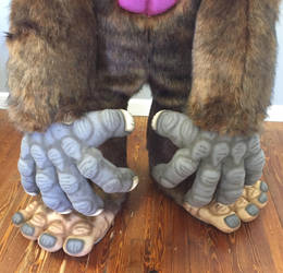 Bigfoot hands by Vermithrax1