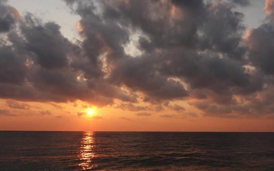 Sunrise by the sea by nicubunu