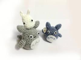 Mini Totoros (Etsy Store) by Rienei