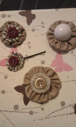 hair clips/brooches by kitten-Red