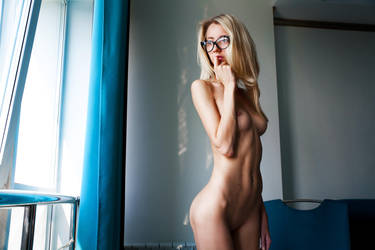 Student (nude model test shot) by Aledgan