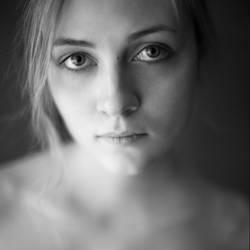 portrait by Aledgan