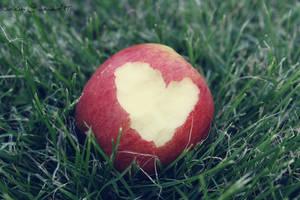 Love Apple by CutieSky