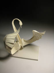 Dancing Swan (Origami) by HTQuyet