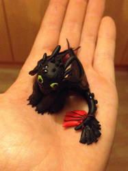 Tiny toothless by JayJayRey