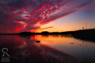 Midnight sunset by Behindmyblueeyes
