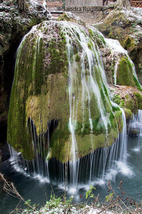 Winter waterfall by Behindmyblueeyes