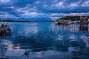 Oban Harbour by TarJakArt