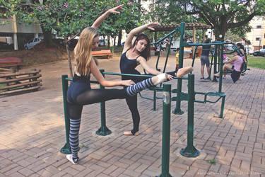 Bailarinas do Oficina: Tarde no parque by marinaferreira