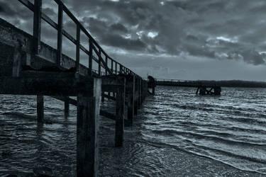 Pier Bw by plumbit